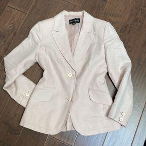 FEMME - Beautifully tailored 100% linen blazer.